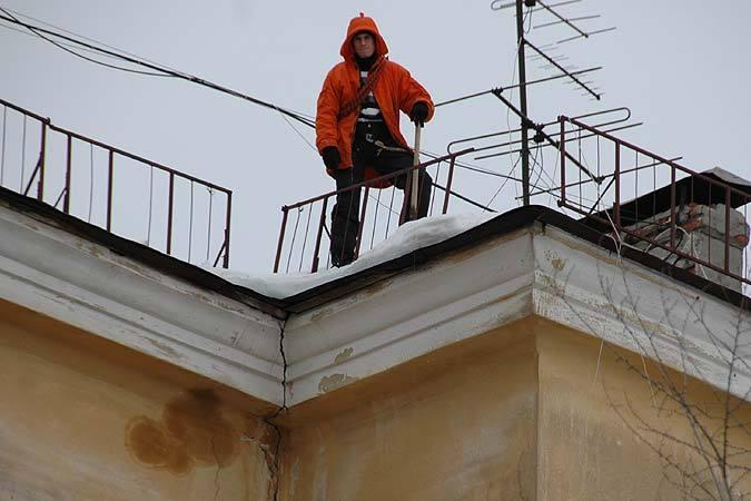 ВКраснодаре школьник сорвался спожарной лестницы ипогиб