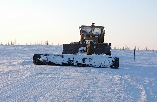 Наавтозимнике «Аксарка— Салемал— Панаевск— Яр-Сале» намораживают ледовые переправы