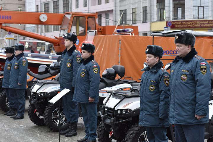 Брянские пожарные и cотрудники экстренных служб получили ключи от 8-ми новейших единиц специализированной техники