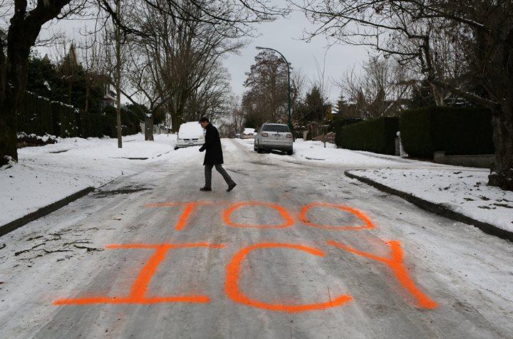 ВКанаде неменее 100 авто столкнулись из-за снегопада