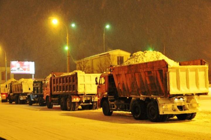 Мэр Томска распорядился убрать снег с улиц города до середины апреля