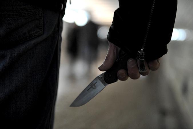 Из-за СМС споздравлением мужчина зарезал сожительницу наКубани