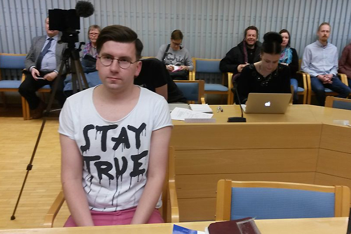 Представитель правящей партии «Истинных финнов» Себастиан Тюнккюнен предстал перед судом. Фото: Tiina-Leena Kurki/Yle