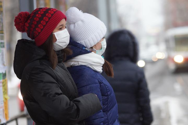 Неменее 500 астраханцев вынуждены прибегнуть кпомощи медиков спризнаками гриппа иОРВИ