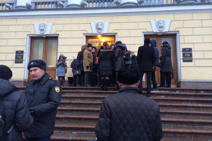 Конституционный судРФ будет рассматривать дело Ильдара Дадина без него