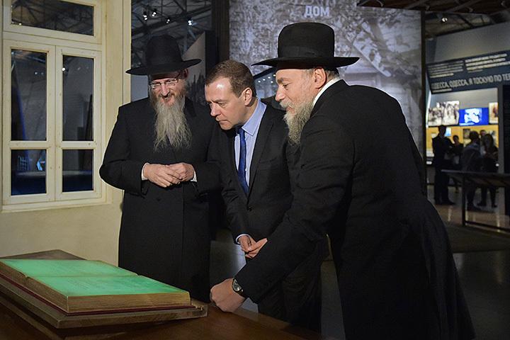 «Националистические проявления должны пресекаться накорню»— Д. Медведев
