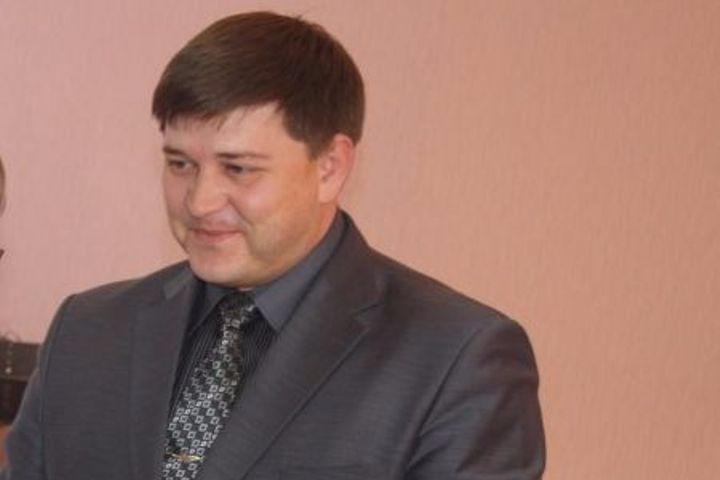 Максим Чоботов в 2014 году был судим за мошенничество, но это не помешало ему вернуться на муниципальную службу. Фото: admbaraba.ru