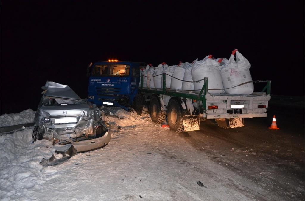 ВНефтеюганском районе шофёр легковушки умер вДТП с«КамАЗом»