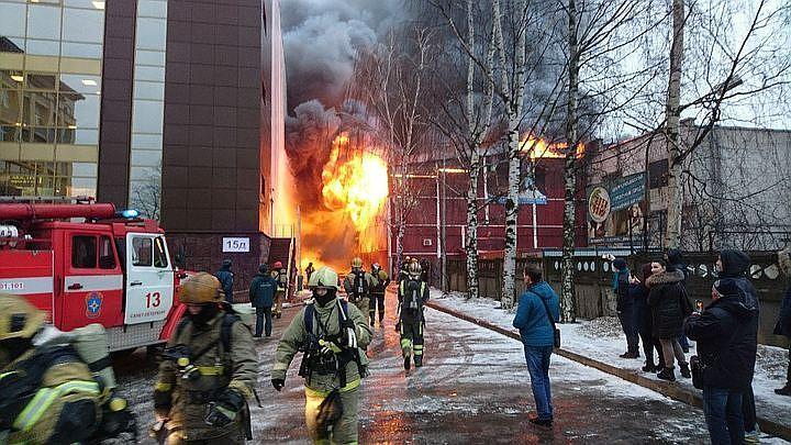 2-х сварщиков обвинили в смерти людей при пожаре наскалодроме вПетербурге