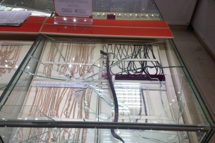 ВБердске налётчики ограбили ювелирный салон за40 секунд
