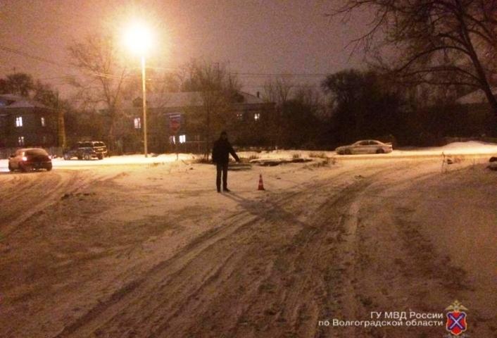 Назападе Волгограда шофёр на«семерке» сбил 37-летнего мужчину и исчез