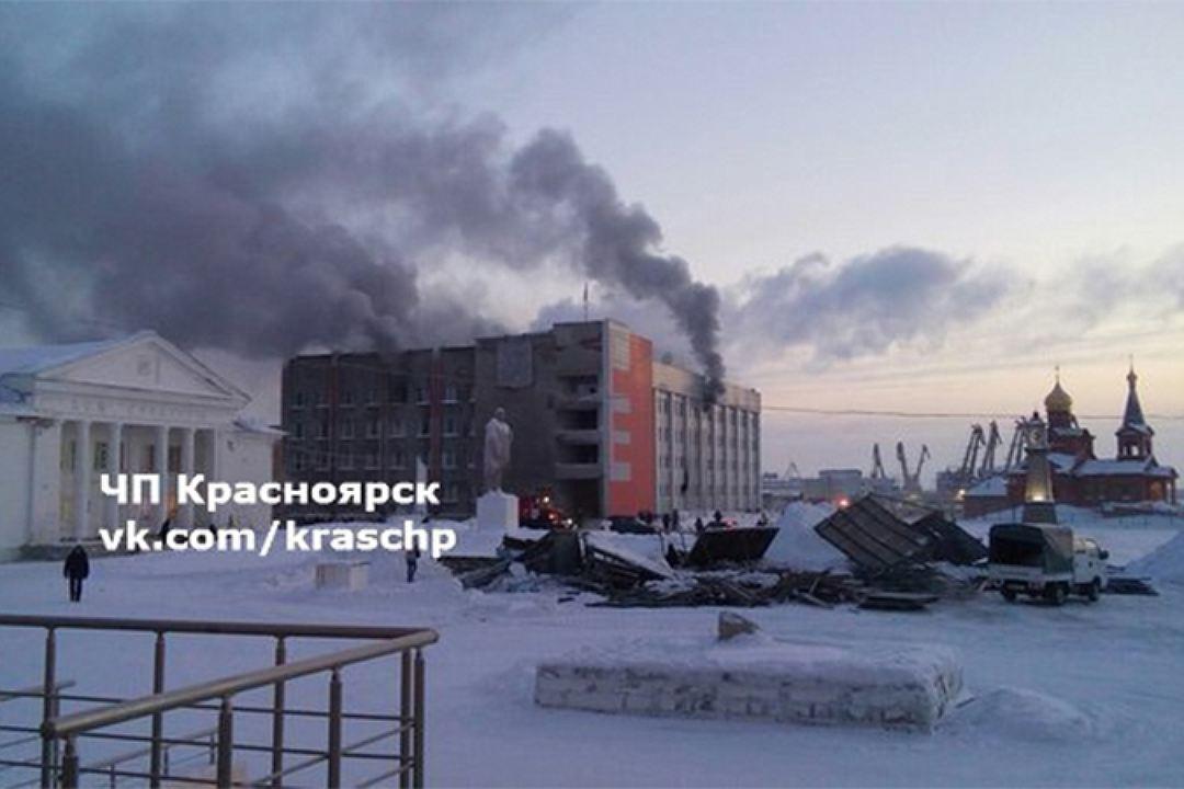 Поджигателя здания мэрии Дудинки вКрасноярском крае посылают напринудительное лечение