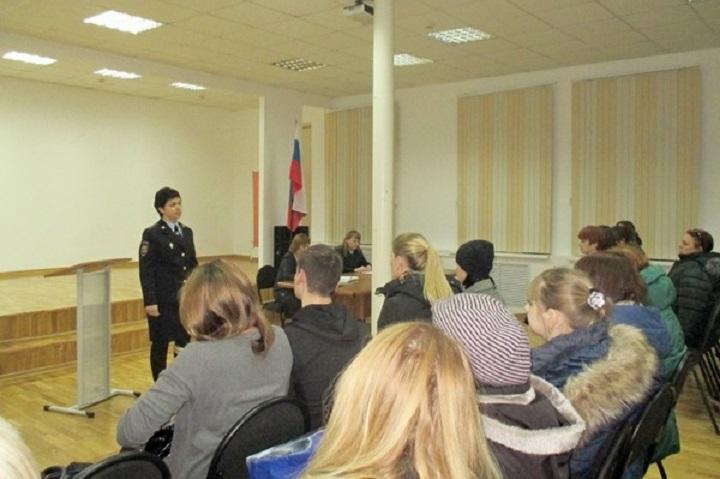 Полицейские вВолгограде говорят сродителями молодых людей осообществах, призывающих ксамоубийствам