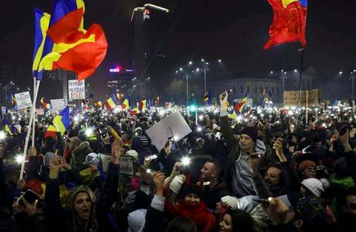 ВРумынии десятки тыс. человек вышли наантиправительственные митинги