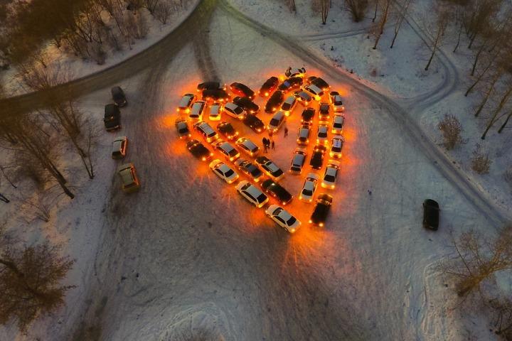 Автолюбители Приангарья составили валентинку из42 машин