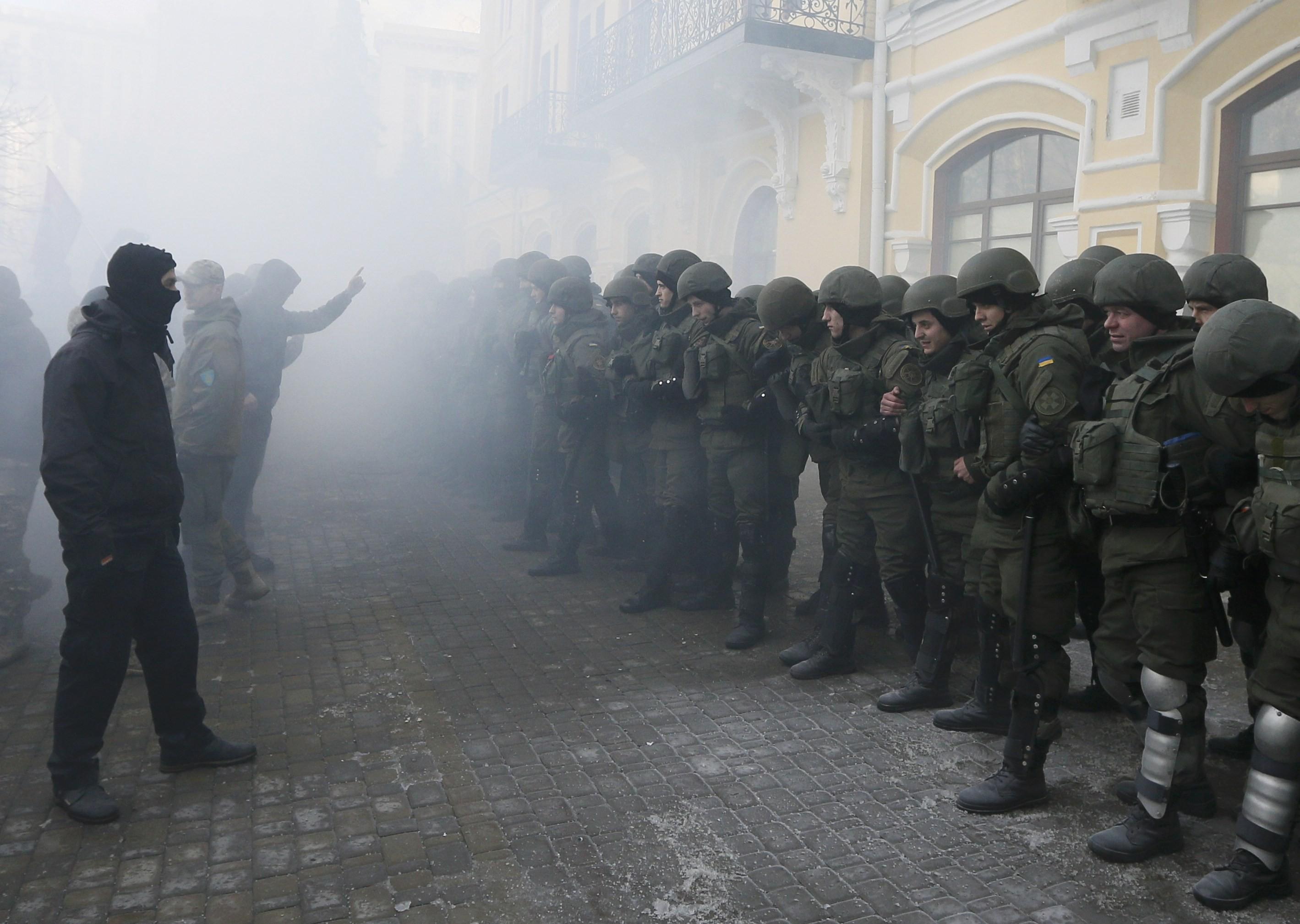 Встычках вКиеве пострадали 10 митингующих иодин полицейский