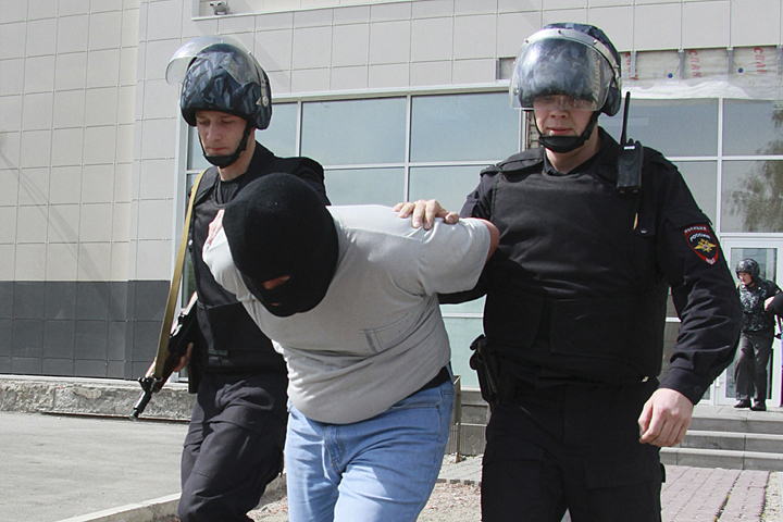 ВПетербурге наркодилеры «прокатили» солдата Росгвардии накапоте