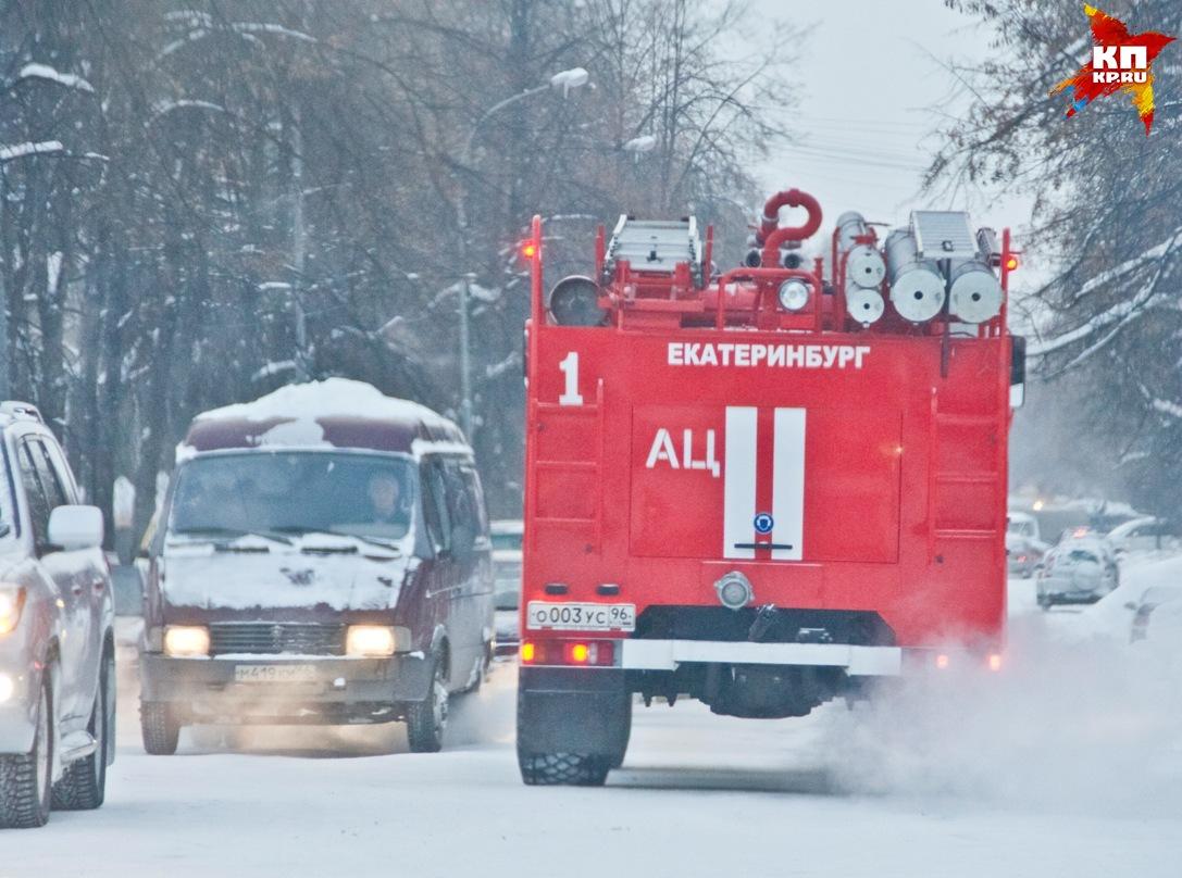 Вцентре Екатеринбурга пожарные спасли изогня 11 человек