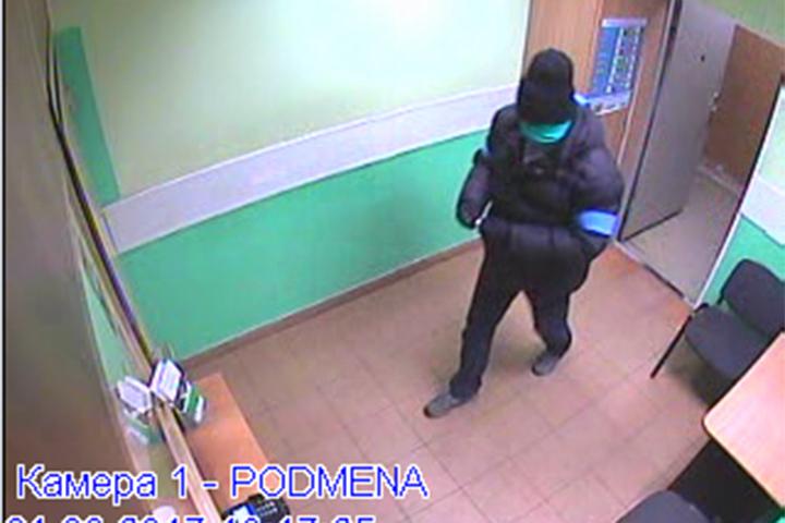 Неизвестный напал накассира сэлектрошокером иограбил отделение банка вФариново