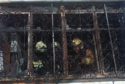 Налевобережье пожарные вывели изгорящей квартиры 6 детей