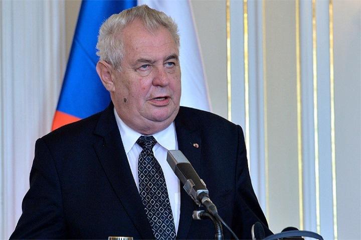 Земан собирается вновь баллотироваться впрезиденты Чехии в предстоящем 2018г.