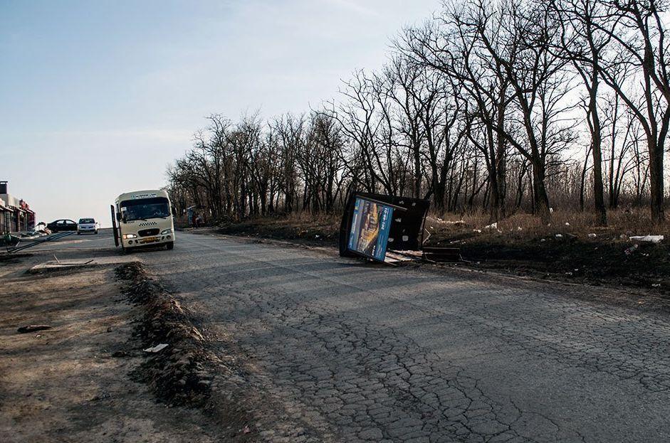 ВРостове сильный ветер снес остановку вСуворовском микрорайоне