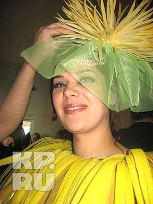 """На конкурсе """"Перфоманс"""" была в костюме хризантемы."""