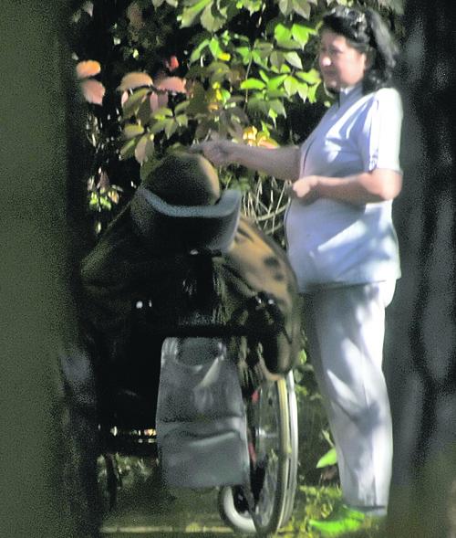 Машу Кончаловскую вывозят на прогулку, чтобы девочка дышала свежим воздухом. Фото: Валерия АБРАМОВА