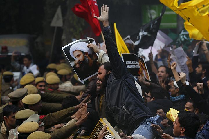 Протесты прокатились по Ближнему Востоку и дальше. На фото: шииты перед посольством Саудовской Аравии в Нью-Дели, Индия Фото: REUTERS