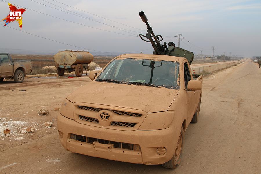 Боевики регулярно пыталась прорвать линию обороны «шиитской крепости». Но всякий раз — безрезультатно Фото: Александр КОЦ, Дмитрий СТЕШИН