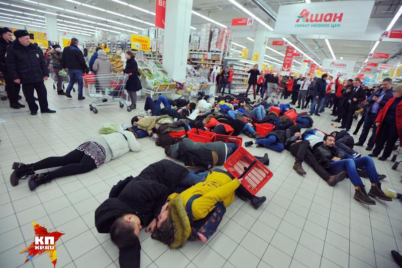 Акцию было решено провести, чтобы привлечь внимание к попытке повысить цены на продукты первой необходимости Фото: Евгения ГУСЕВА
