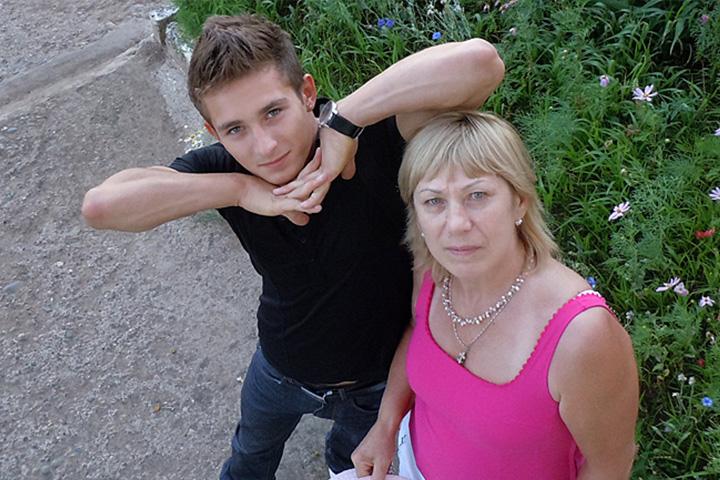 Давид с бабушкой. Фото: официальная группа Давида Белявского в ВК.