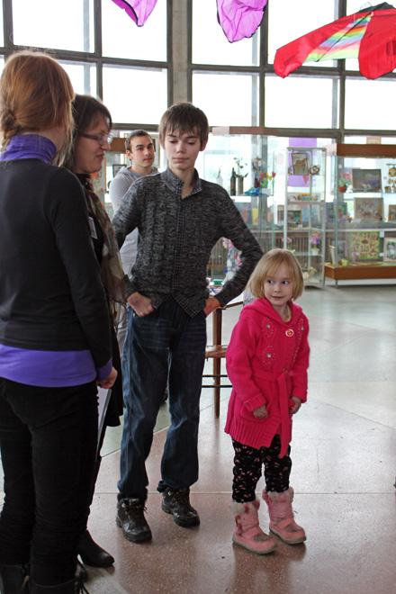 Всего четверо детей с редким диагнозом живут в Приморье. На фото Никита Жихарев, ему 19 лет, и 7-летняя Линнета Маркова Фото: Вадим ШКОДИН