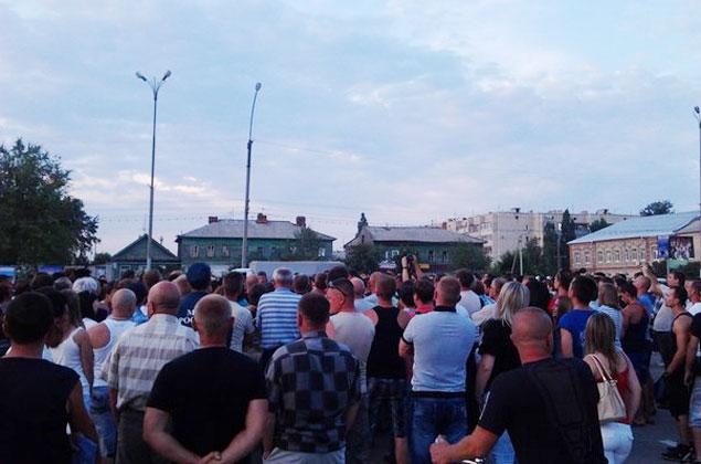 На Соборной площади в Пугачеве, по некоторым данным, собралось около 500 человек