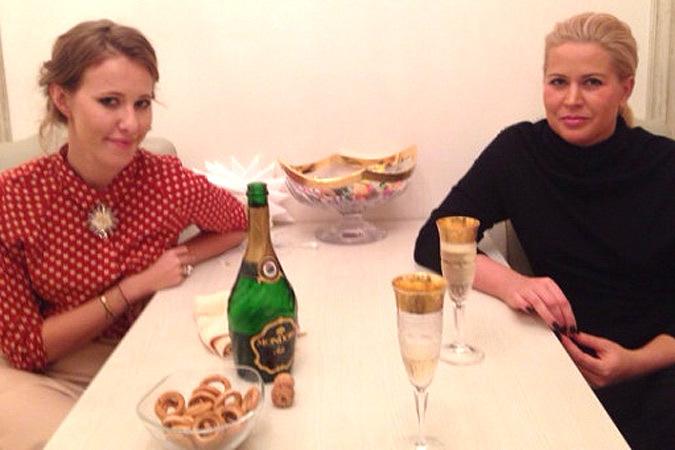 Начали Собчак и Васильева с чашечки чая, а после перешли на шампанское