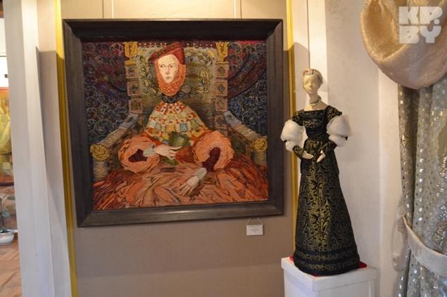 В музее проходят выставки картин и кукол в костюмах шляхты