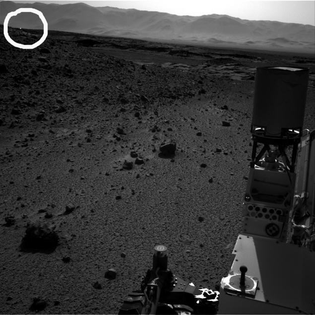 Снимок НАСА от 2 апреля, левый объектив навигационной камеры: огонек есть. Снимка правым объективом нет.