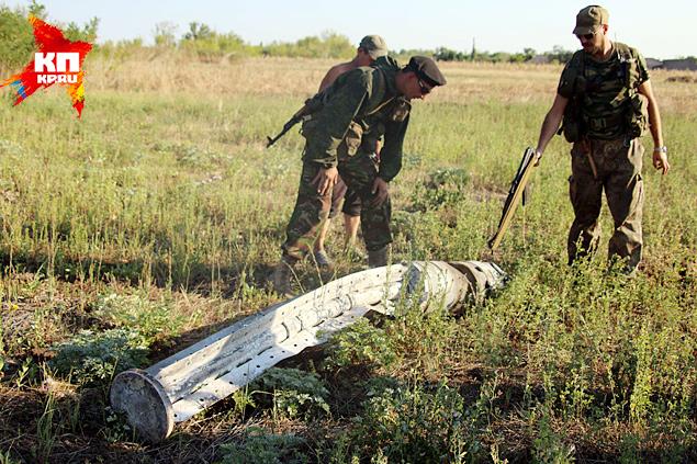 Не гнушались артиллеристы и запрещенными или «странными» боеприпасами. На одном из полей мы находим остатки огромного кассетного боеприпаса с маркировкой XS7 Фото: Александр КОЦ, Дмитрий СТЕШИН