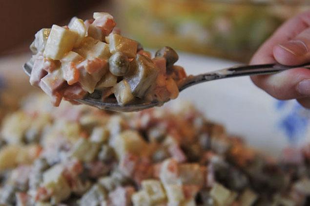 Оливье и сейчас чуть ли не главное блюда на праздничном столеlenta-ua.net