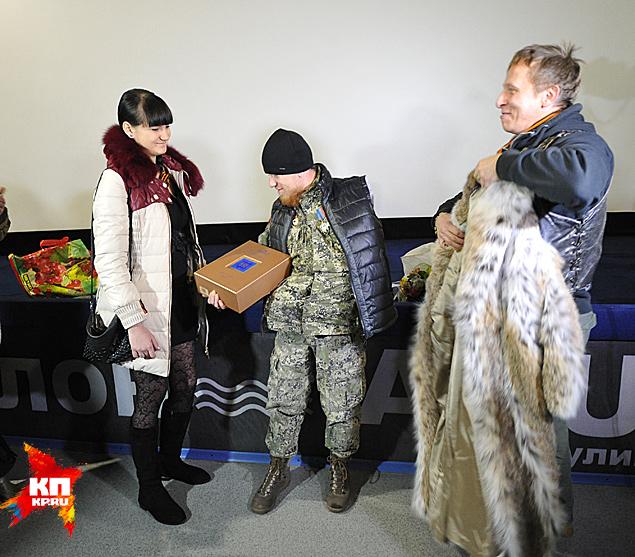 К радости публики к Охлобыстину вышел уже легендарный командир Моторола с жено Фото: Виктор ГУСЕЙНОВ