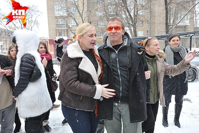 Перед демонстрацией фильма Иван Охлобыстин охотно общался с горожанами Фото: Виктор ГУСЕЙНОВ