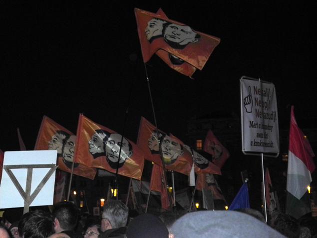 Протестующие кричат «No Russia», «Русские! Go home!» Фото: Дарья АСЛАМОВА
