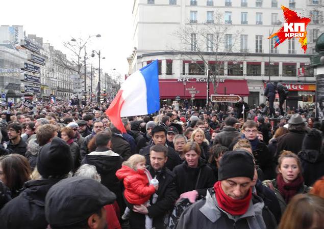 Журналисты уже назвали воскресные протесты самой грандиозной демонстрацией в Париже за последнее десятилетие Фото: Дарья АСЛАМОВА