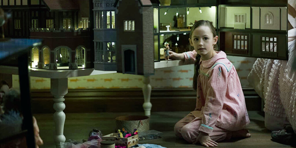 Netflix показал всех скрытых демонов в сериале «Призраки усадьбы Блай»