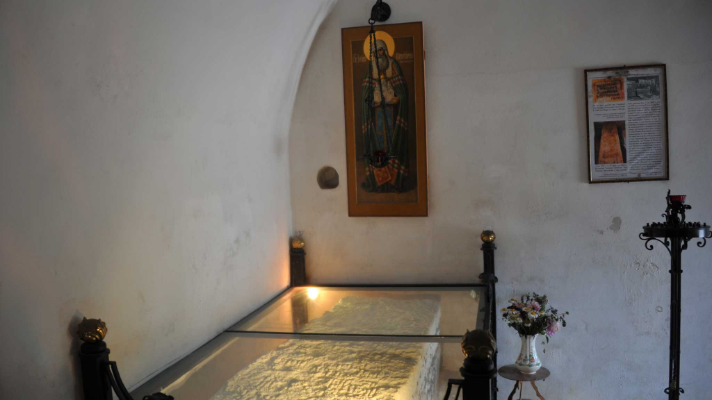 могила игумена иова в старице