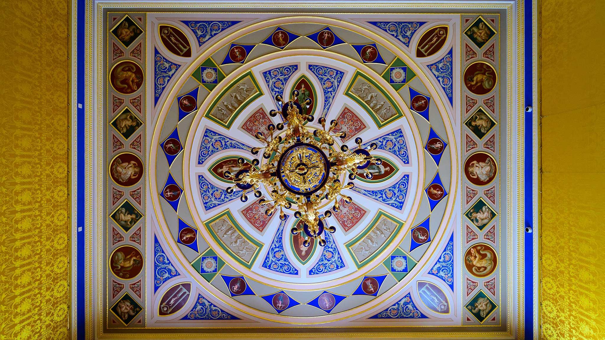 потолок комнаты во дворце