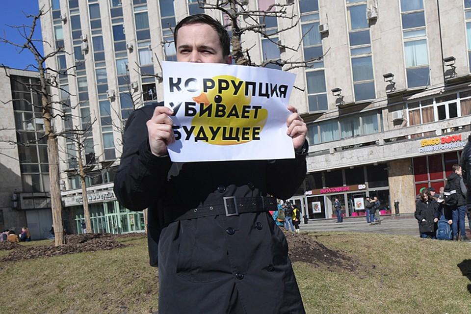 Навальный призвал людей прийти с плакатами в воскресенье на Тверскую, несмотря на то, что акция не согласована