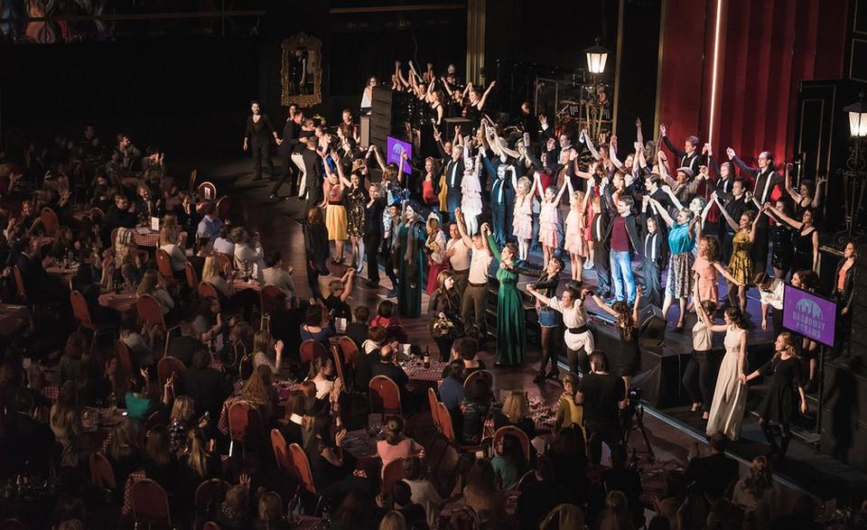 Концерт прошёл в фойе МДМ.