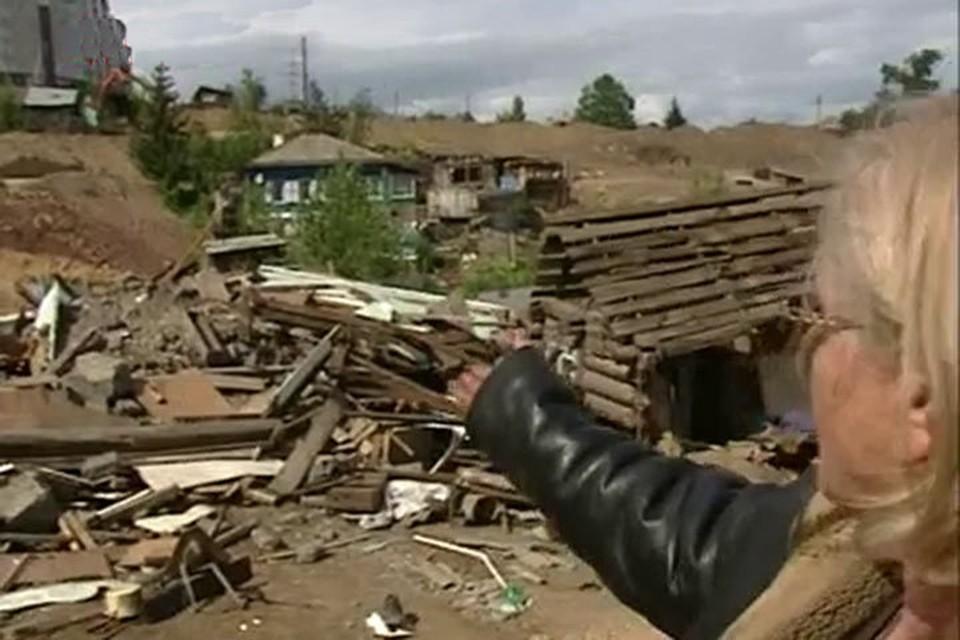"""В Красноярске строители дороги снесли жилой дом, пока хозяева отсутствовали. Фото предоставлено телеканалом """"СТС-Прима"""""""