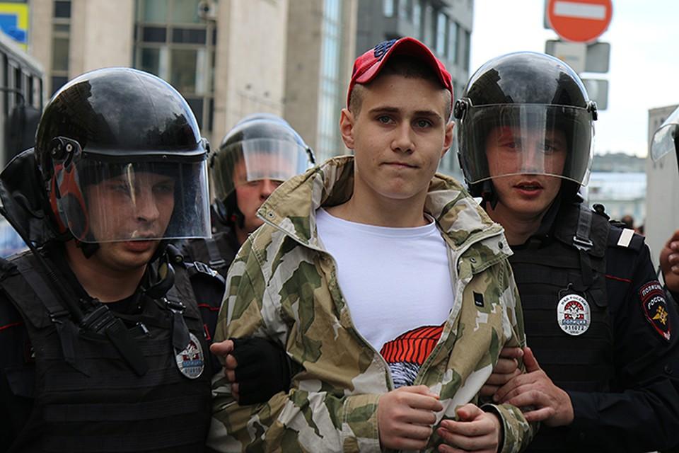 Пресечение беспорядков не удалось и совершенно не имело воспитательного эффекта: слишком мало было рыдающей школоты, пришедшей за хайповым протестом